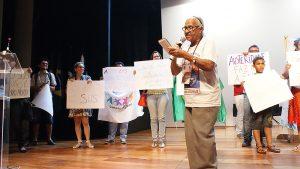 Palmira Sérgio Lopes, agricultora familiar da Paraíba, recita seus versos.